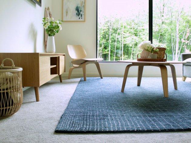 A shaggy szőnyeg tisztítása házi praktikákkal